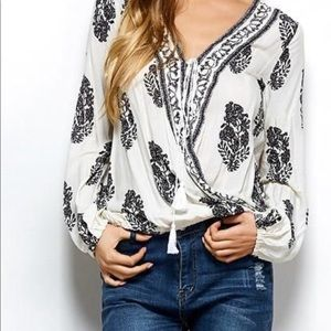 Tops - Loose blouse😍